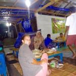 Indonesisches Essen - Wo sind denn nur die Stühle? :-)