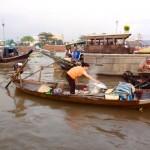 Auch das warme Essen wird per Boot gebracht