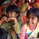 Banlung - Strahlende Kinderaugen sind das schönste Geschenk...